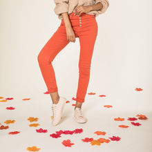 Pantalon slim taille haute à 5 boutons apparents orange