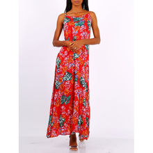 Robe longue rouge rehaussé d'un motif floral en all-over