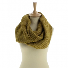 Snood jaune en acrylique tricoté à triple tours