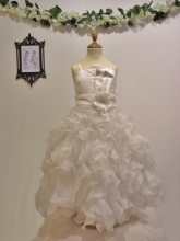 Robe blanche pour fille embellissement froufrou
