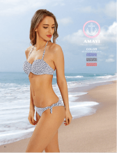 Assortiment ensemble bikini arborant un imprimé fantaisie