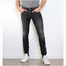 Jean pour homme couleur anthracite avec coupe skinny
