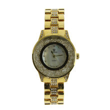 Montre quartz en acier or jaune embellie de strass