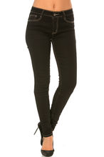 Pantalon jean coupe slim finition couture surpiquée