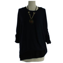 Pull femme coupe ample à col rond avec collier marine