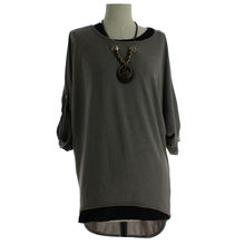 Pull femme coupe ample à col rond avec collier taupe