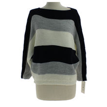 Pull marine en manches longue avec larges rayures