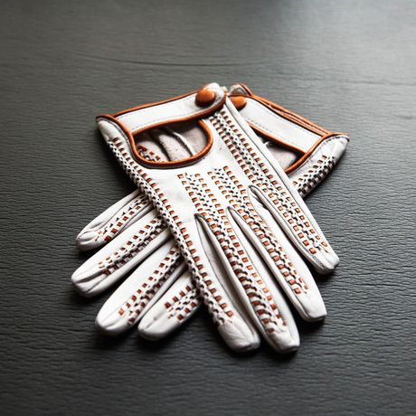 Hand-braided and unlined cream and hazelnut lambskin gloves for women