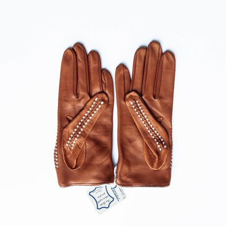 Unlined and Hand-braided hazelnut and cream lambskin gloves for women