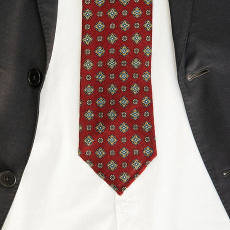 Unlined Burgundy Zampa di Gallina 100% Wool Necktie with Ancient Madder patterns