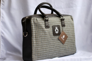 Leather and wool handbags Colour patterns